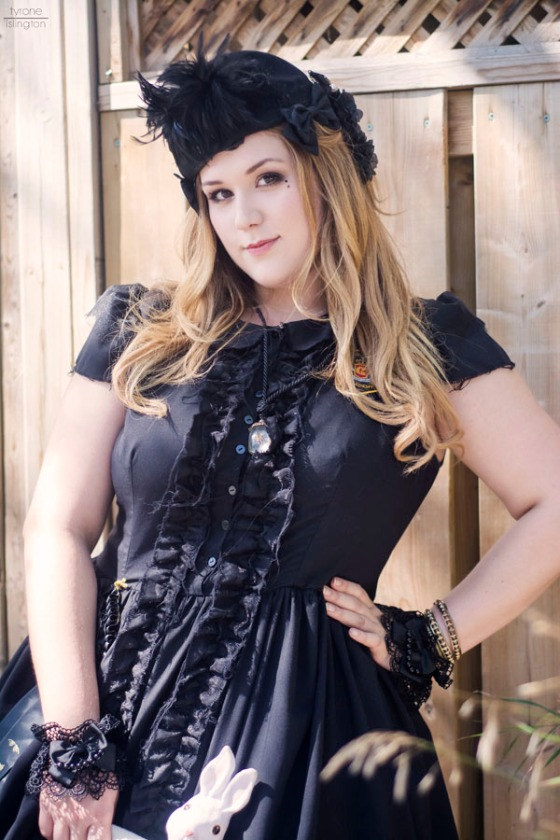 The Gorgeous Dolly Monroe shows her flair with a Gloomth Clothing dress!!